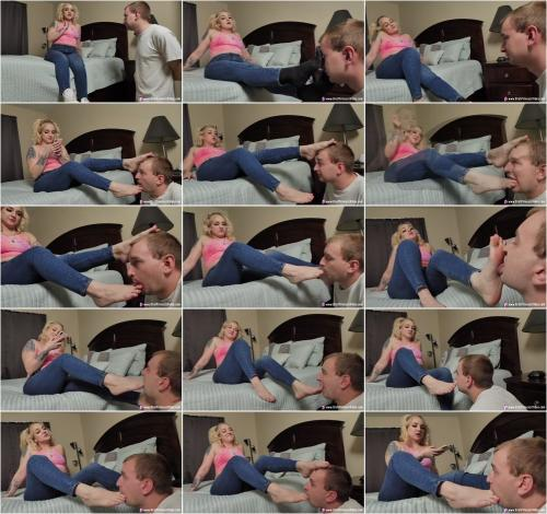 MARIAH - BRATTY SORORITY GIRL DOMINATES A BETA SIMP WITH FEET [UltraHD/4K 2160P]