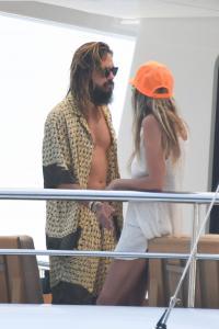 heidi-klum-and-leni-klum-on-a-luxury-yacht-in-capri-07-31-2021-14.jpg