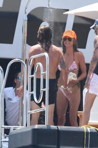 heidi-klum-and-leni-klum-on-a-luxury-yacht-in-capri-07-31-2021-9.jpg
