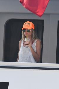 heidi-klum-and-leni-klum-on-a-luxury-yacht-in-capri-07-31-2021-1.jpg